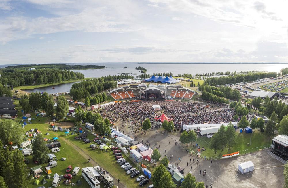Haloo Helsinki! on kiistatta yksi viikonlopun suosituimmista yhtyeistä. Kuva Kalle Kervinen