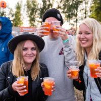 Drinksut rannalla. Kuva: Markus Korpi-Hallila